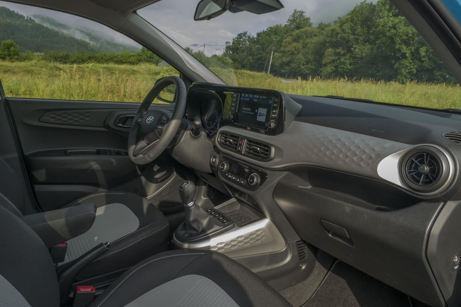 Test: Hyundai i10 je zameraný do mesta. Zo škatuľky vytŕča podvozkom Z0ahwz19VA hyundai-i10-23