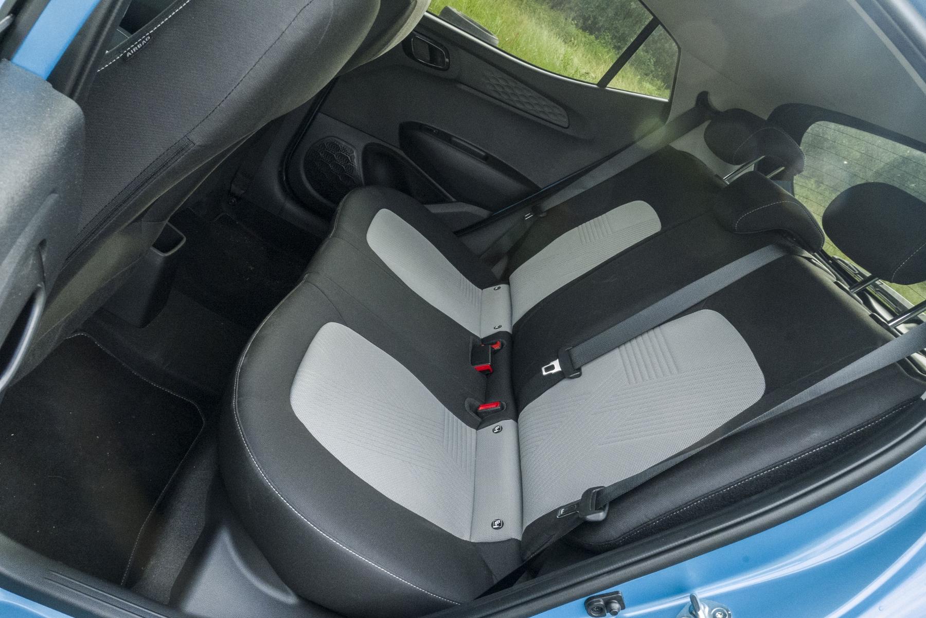 Test: Hyundai i10 je zameraný do mesta. Zo škatuľky vytŕča podvozkom zgXProdIA3 hyundai-i10-14
