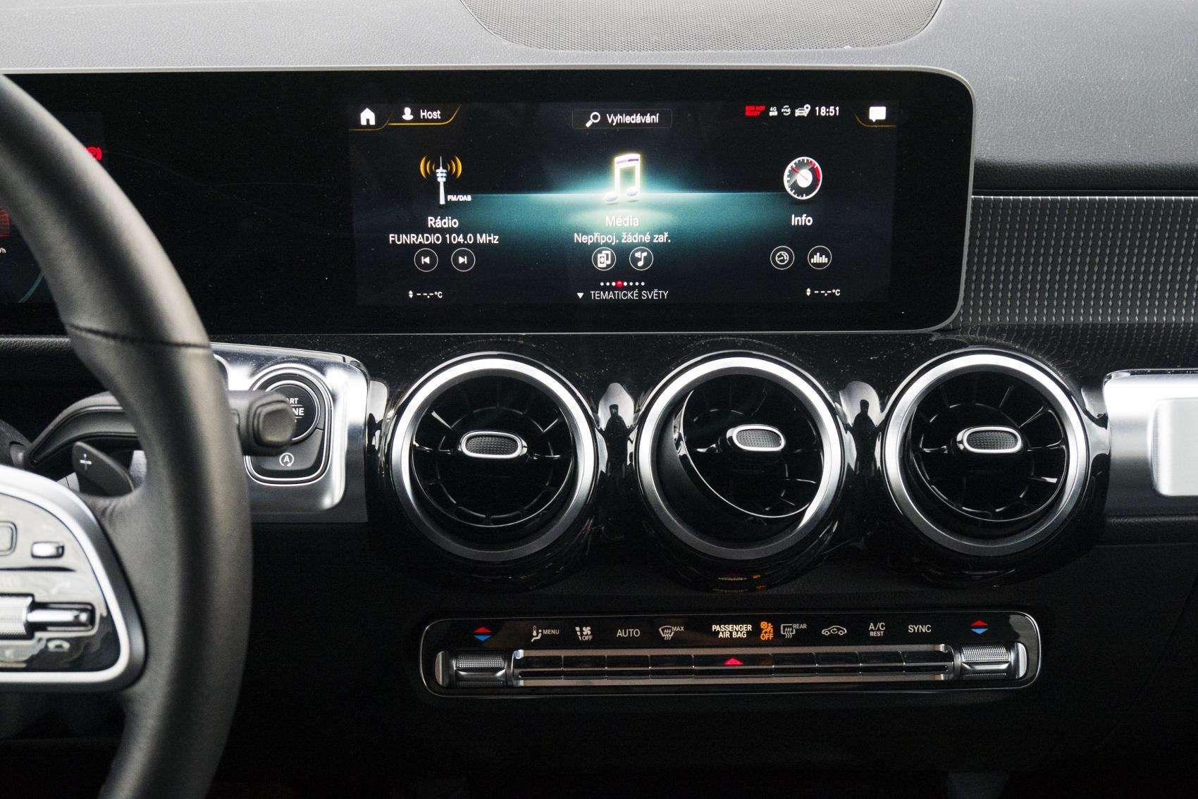 Test: Mercedes GLB 200 ponúka veľký priestor v malom balení Q2xNVxb1c4 mercedes-glb-27-1700x1134