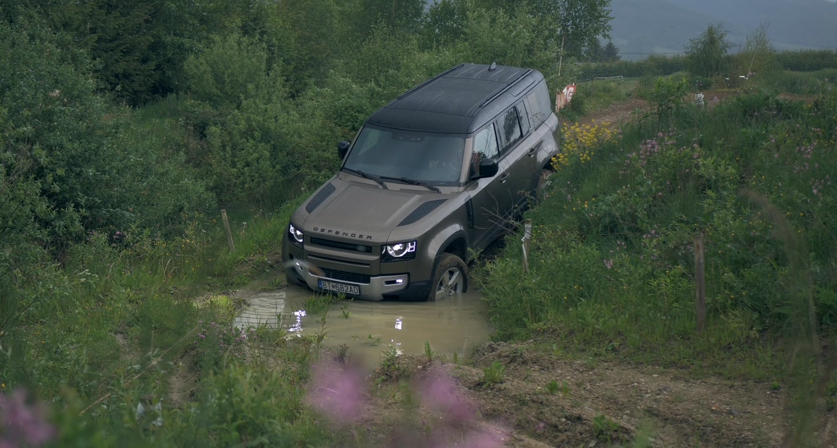 Test: Nový Land Rover Defender sme museli vyskúšať v teréne