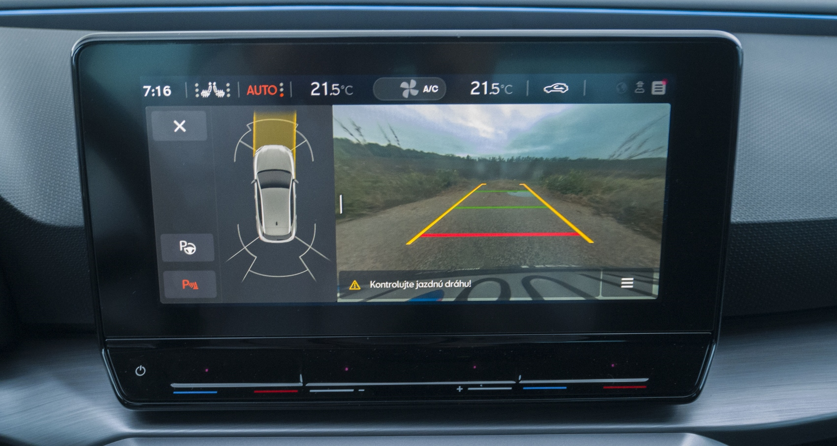 Test: Nový Seat Leon láka na moderné technológie  E2nOkNLEPO seat-leon-35