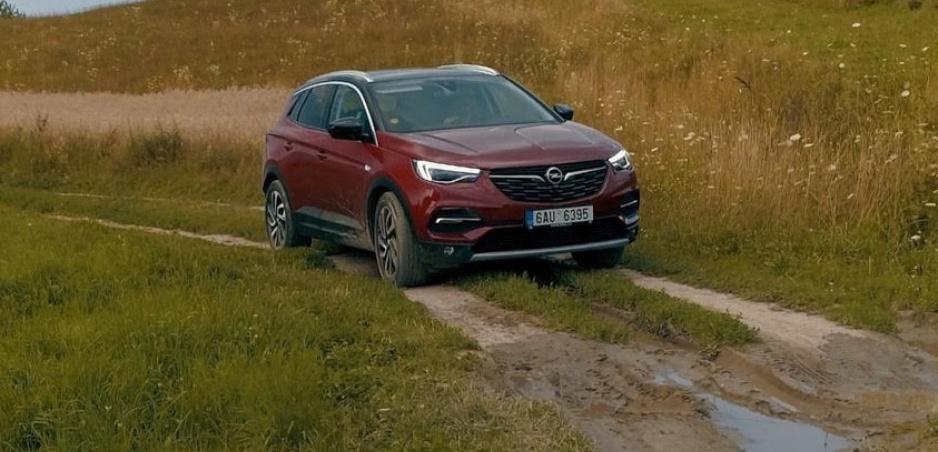 Test: Opel Grandland X sa zvŕta v zákrutách výborne