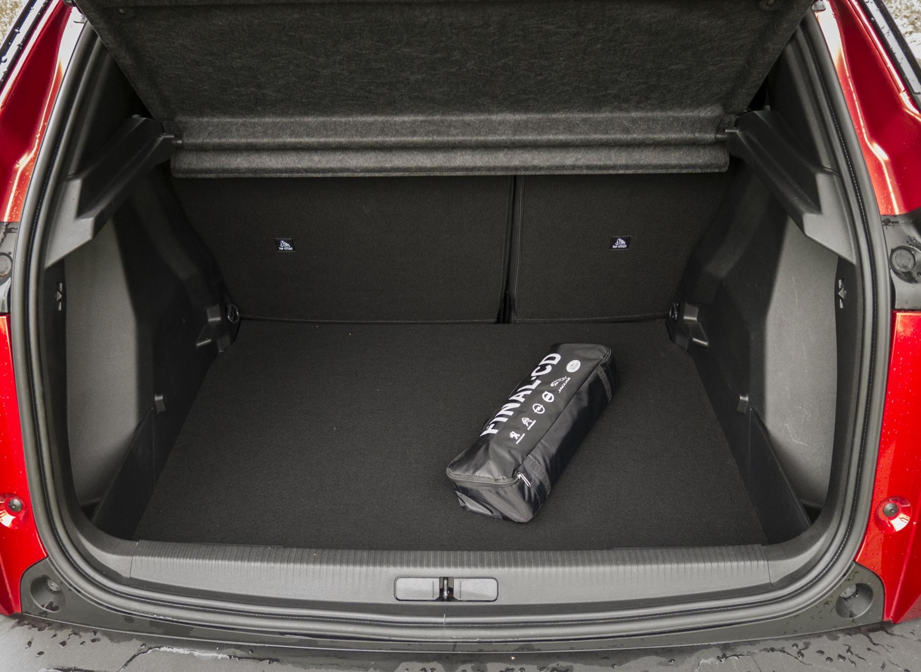 Test: Peugeot 2008 GT ohuruje silným trojvalcom a dobrou prevodovkou 3PvbXDcHAh peugeot-2008-42