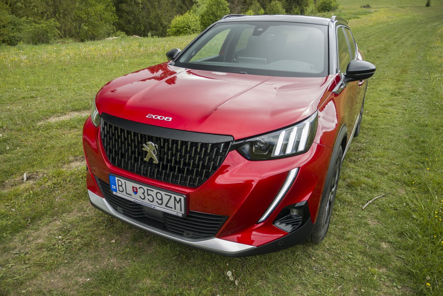 Test: Peugeot 2008 GT ohuruje silným trojvalcom a dobrou prevodovkou 6NkUBknhsd peugeot-2008-38