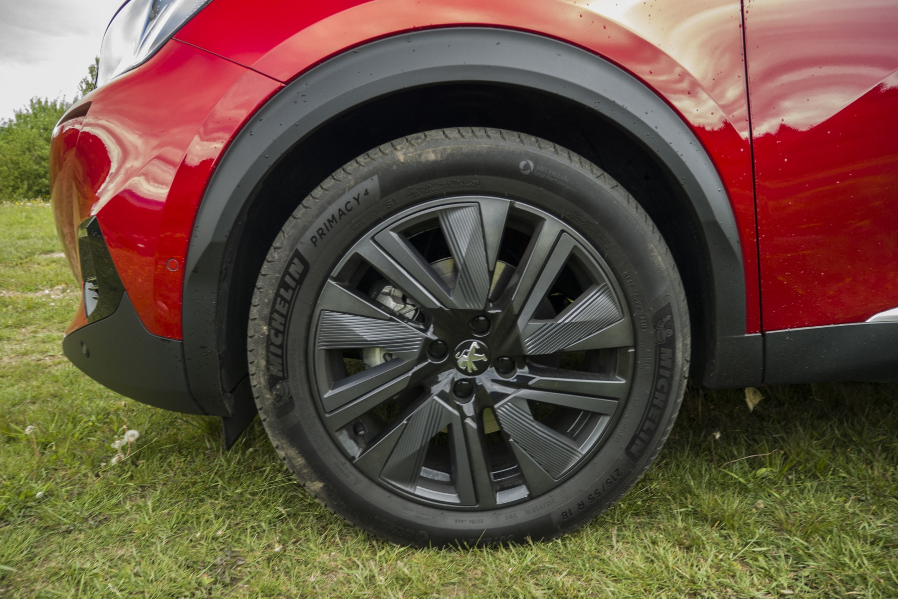 Test: Peugeot 2008 GT ohuruje silným trojvalcom a dobrou prevodovkou FlzmQqb0jt peugeot-2008-35