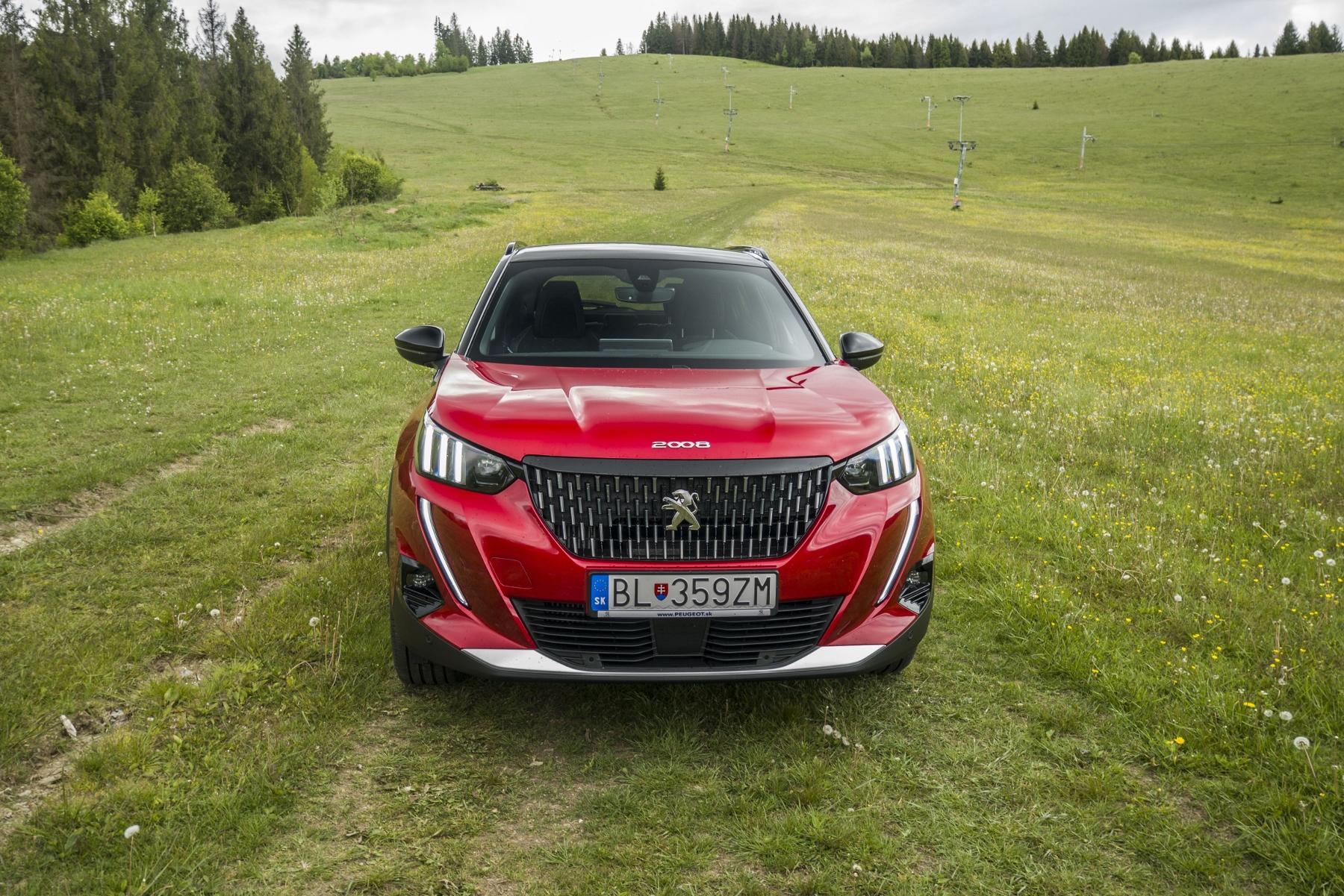 Test: Peugeot 2008 GT ohuruje silným trojvalcom a dobrou prevodovkou ghBKVSt8Ng peugeot-2008-7