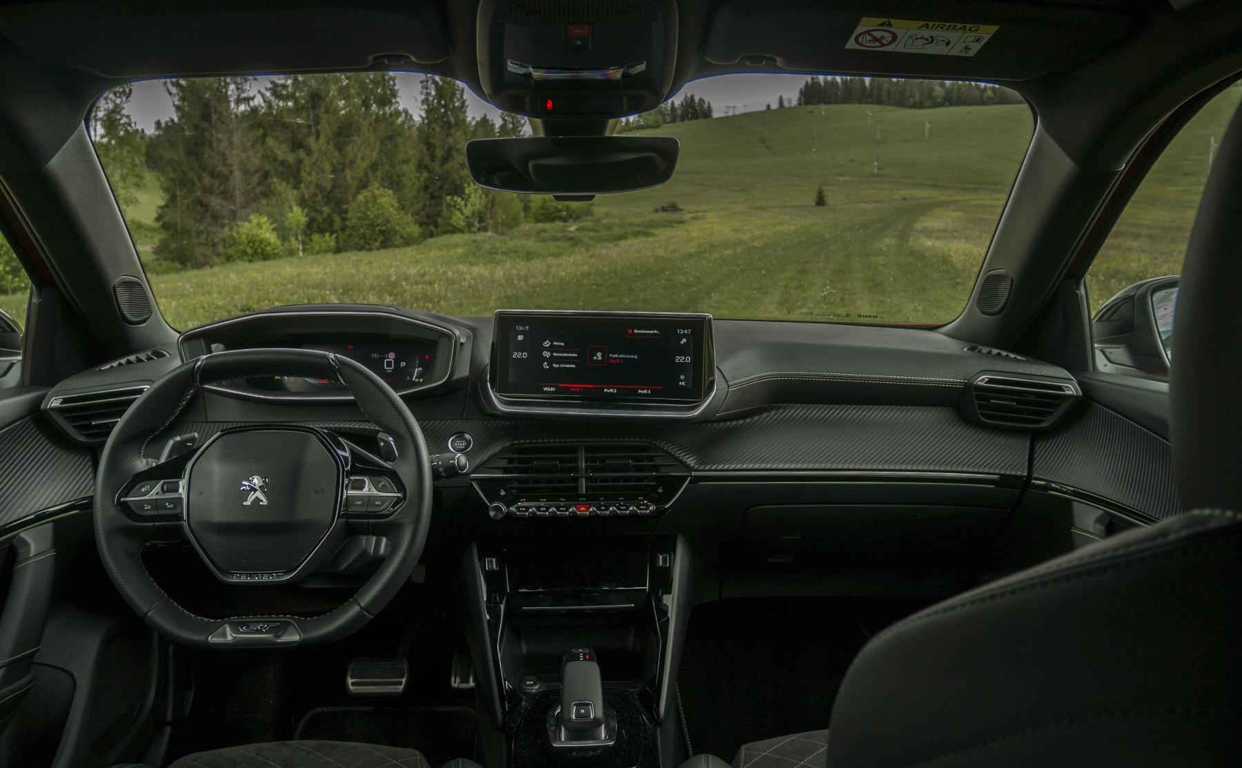 Test: Peugeot 2008 GT ohuruje silným trojvalcom a dobrou prevodovkou JapGp4DbXF peugeot-2008-50