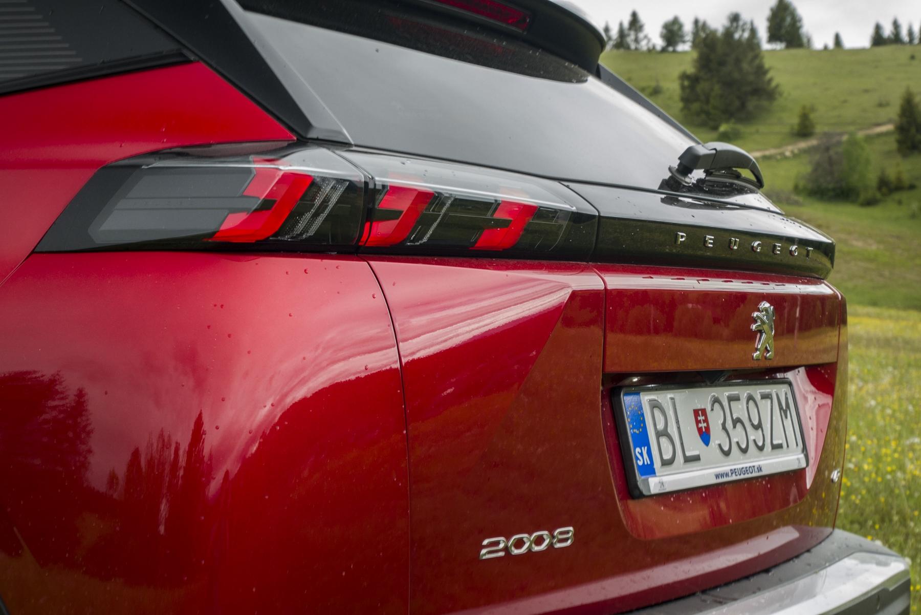 Test: Peugeot 2008 GT ohuruje silným trojvalcom a dobrou prevodovkou KdmwlPut1O peugeot-2008-56