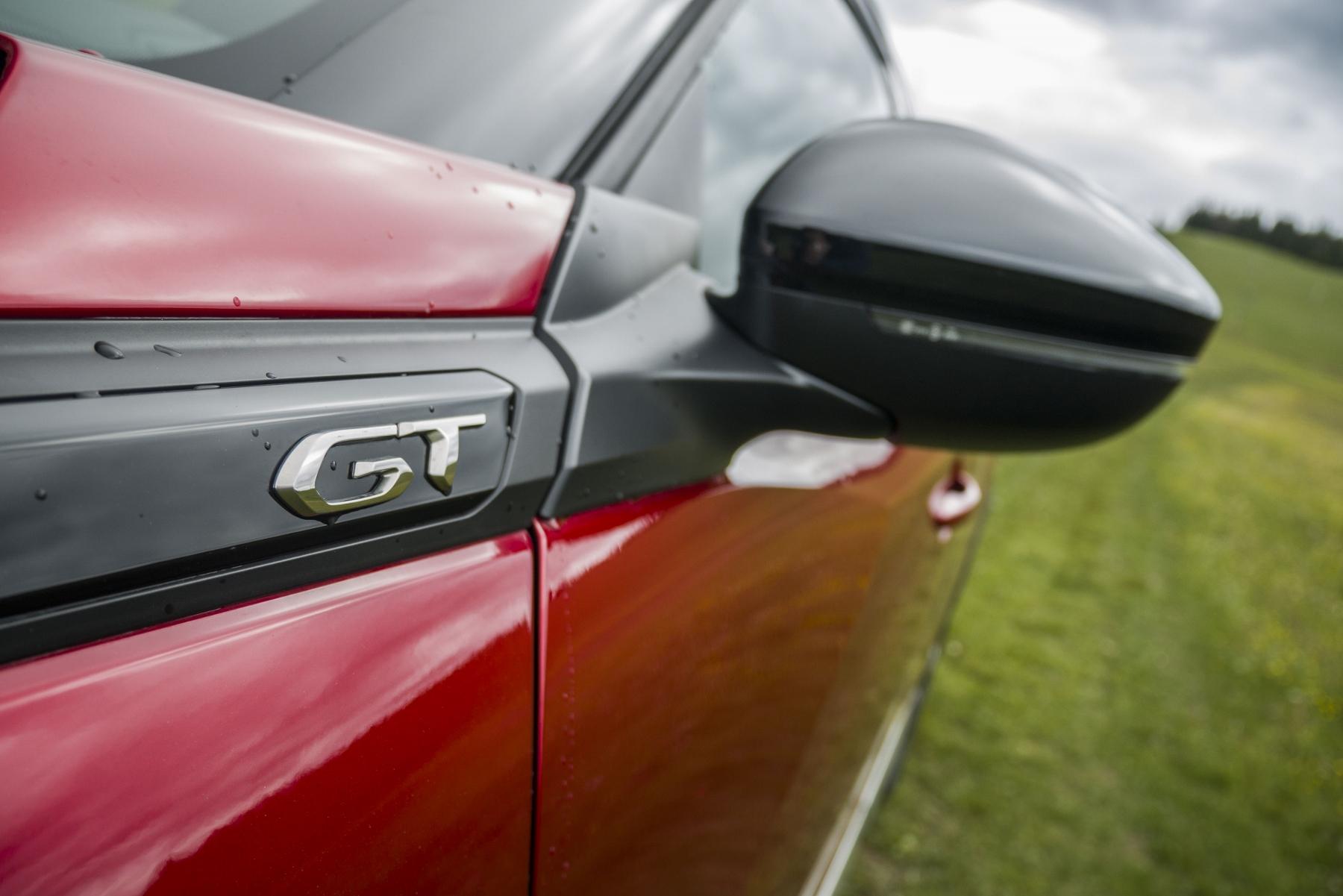 Test: Peugeot 2008 GT ohuruje silným trojvalcom a dobrou prevodovkou W6Q9M3H6r9 peugeot-2008-40