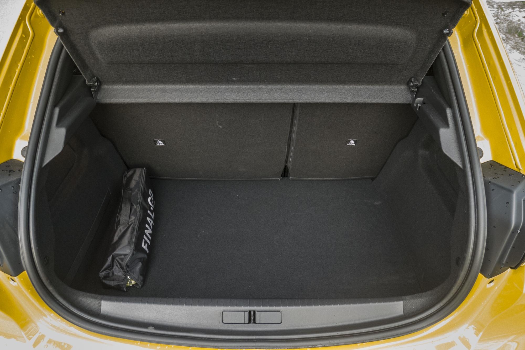 Test: Peugeot 208 prekvapivo pútal pohľady 48oIVbdIBD peugeot-208-21