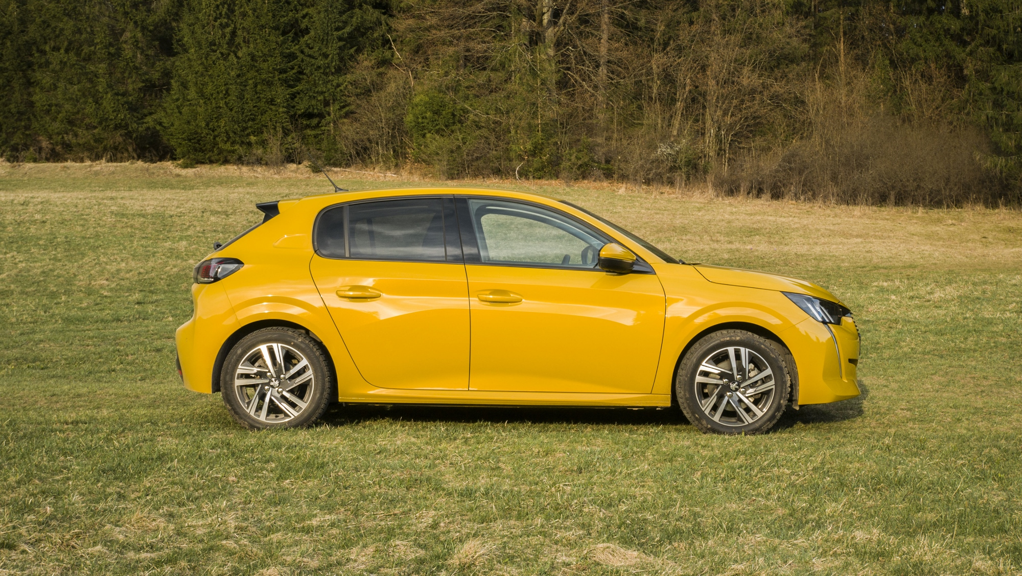 Test: Peugeot 208 prekvapivo pútal pohľady WJSQbzPnMT peugeot-208-3