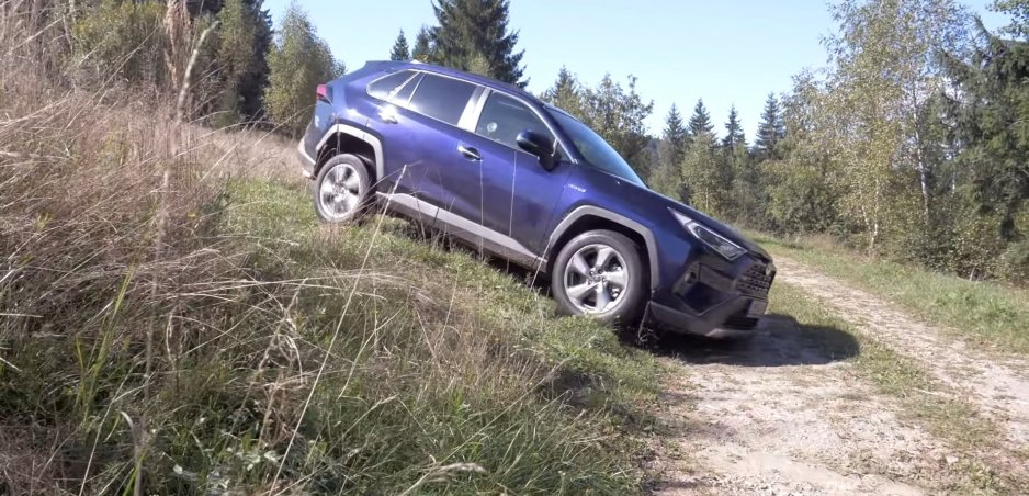 Test: S Toyotou RAV4 AWD sme absolvovali rovnaké disciplíny ako s Hondou CR-V