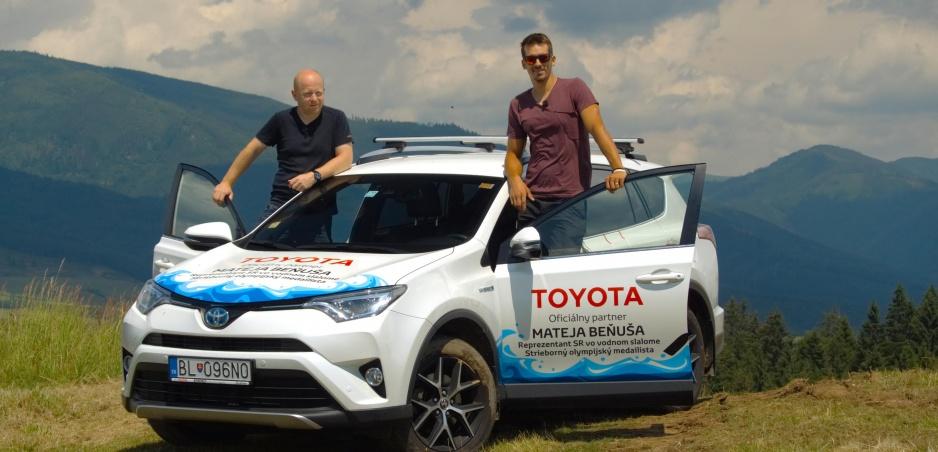 Test: Toyotu Rav4 sme vyskúšali s vodnoslalomárom Matejom Beňušom