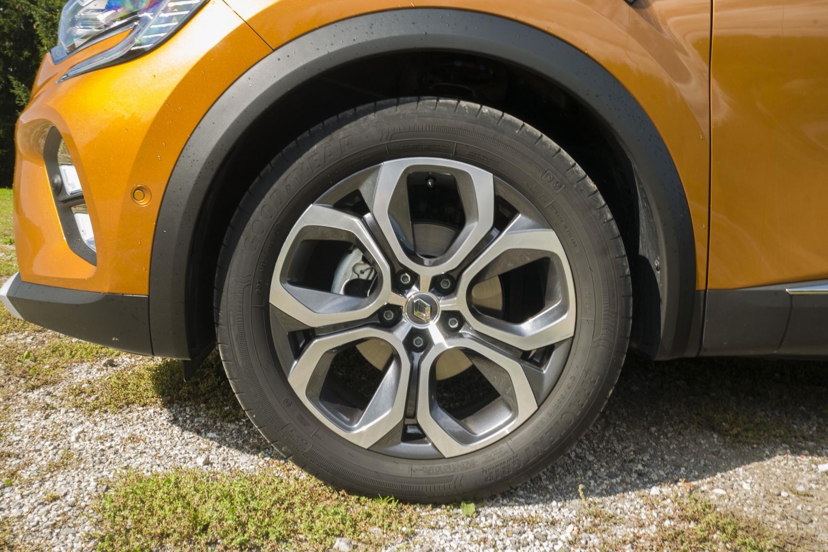 Test: V interiéri sa Renault Captur tvári ako o triedu drahšie auto iTBO3xJkAX renault-captur-4