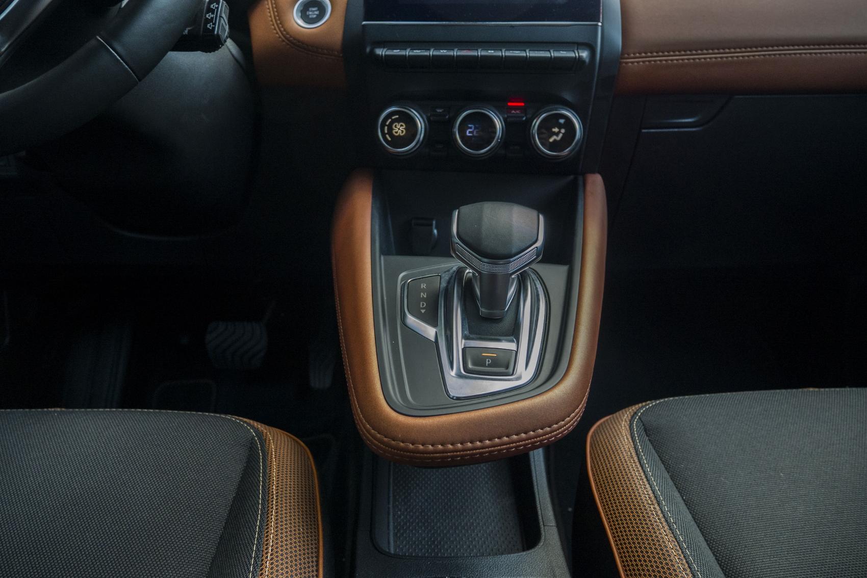 Test: V interiéri sa Renault Captur tvári ako o triedu drahšie auto KGqRsnXj3C renault-captur-23