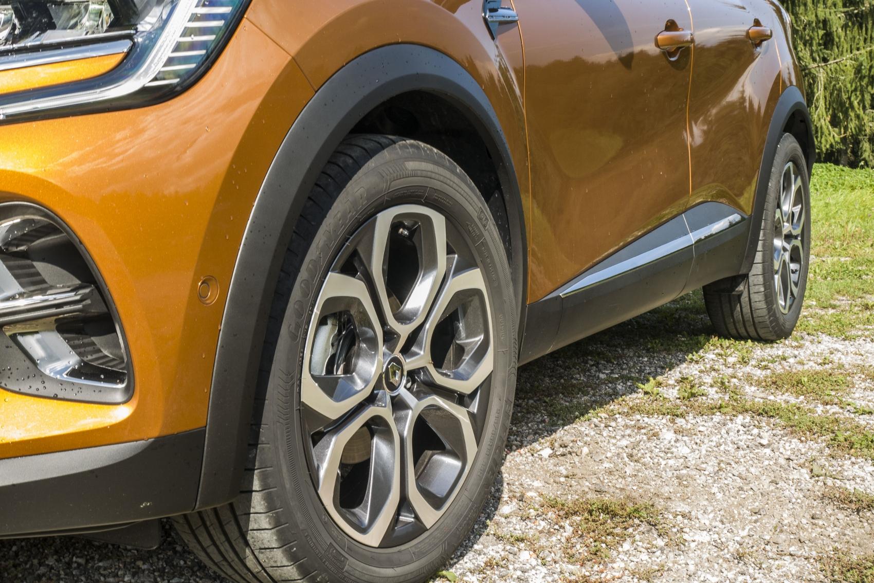 Test: V interiéri sa Renault Captur tvári ako o triedu drahšie auto lcxuMi1q8S renault-captur-5