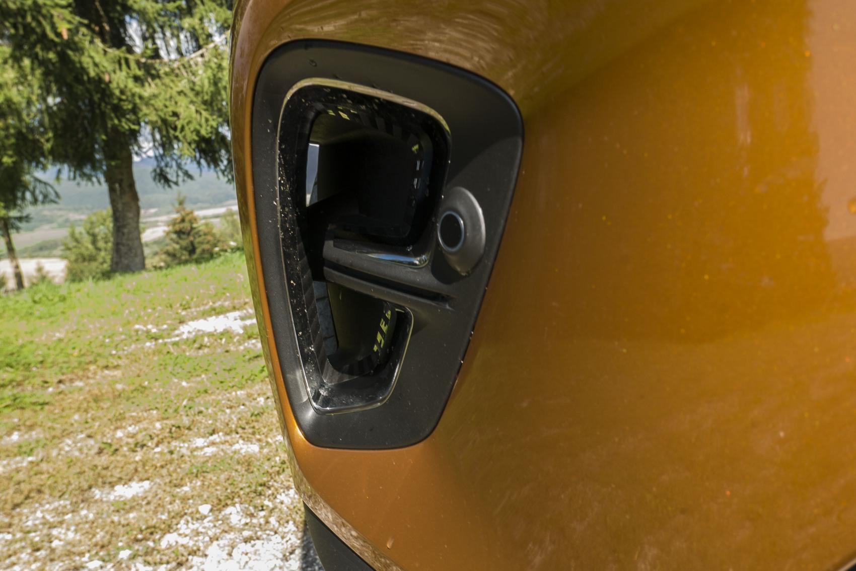 Test: V interiéri sa Renault Captur tvári ako o triedu drahšie auto LFhWcOtC6a renault-captur-6