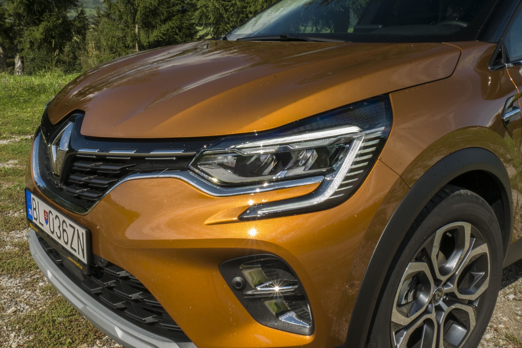 Test: V interiéri sa Renault Captur tvári ako o triedu drahšie auto mmNdnbnVjP renault-captur-3