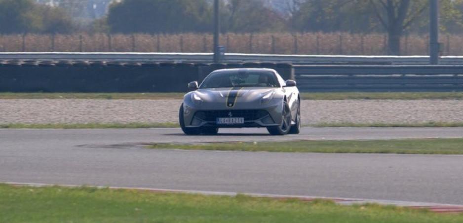 Test: Vyskúšali sme Ferrari F12 Berlinetta V12 na Slovakia ringu. Pozrite si to vo videu
