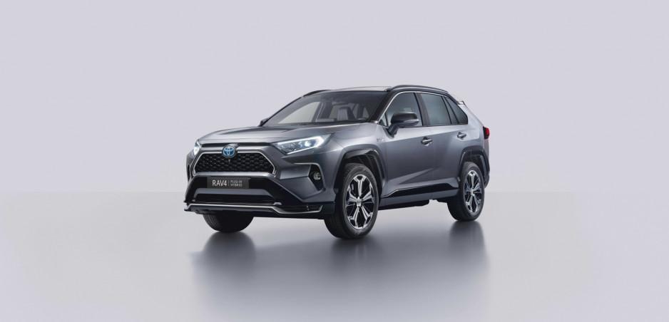 Toyota ukázala aj európsku verziu plug in hybridného SUV RAV4. Je najvýkonnejšie v histórii