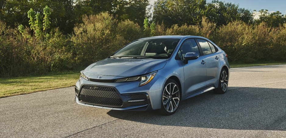 Toyota ukázala už aj Corollu Sedan. Predávať sa bude i v Európe