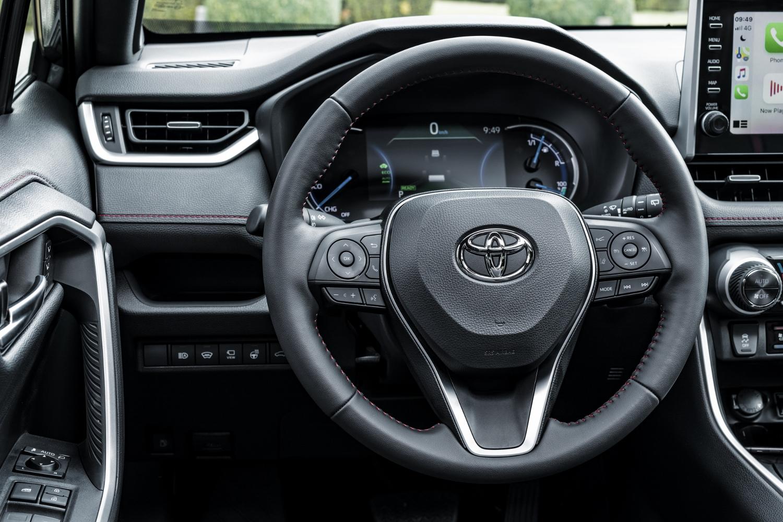Toyota začne s predajom RAV4 plug in hybrid v budúcom roku 8VB2pfDDz4 toyota-rav4-phev-11