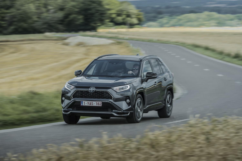 Toyota začne s predajom RAV4 plug in hybrid v budúcom roku mHNLj1t0S3 toyota-rav4-phev-5