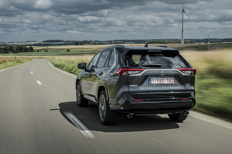 Toyota začne s predajom RAV4 plug in hybrid v budúcom roku W54clREVbh toyota-rav4-phev-2