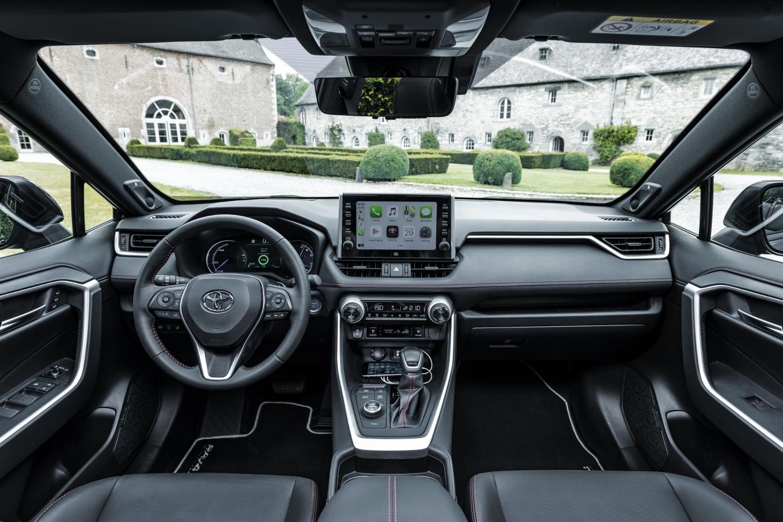 Toyota začne s predajom RAV4 plug in hybrid v budúcom roku XmqILpdBJL toyota-rav4-phev-10