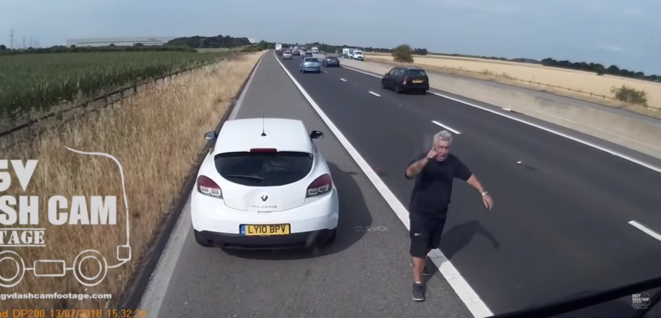 Video: Pod vplyvom alkoholu a bez poistenia vybrzdil kamión, potom zavolal políciu