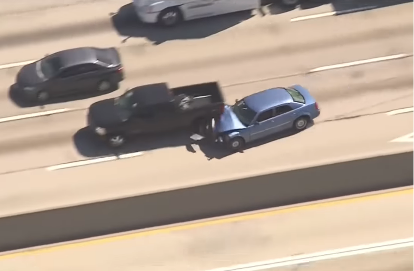 Video: Vodič unikal pred policajtmi. Spravil začiatočnícku chybu