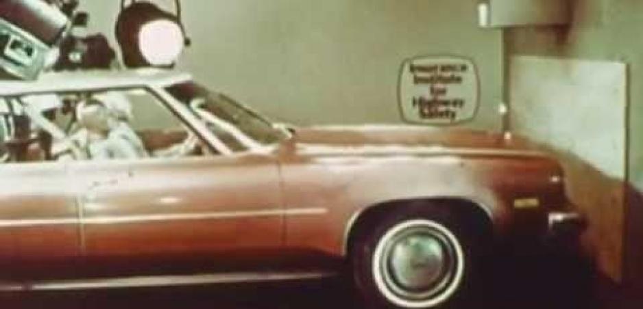 Video zo sedemdesiatych rokov ukazuje, prečo sa oplatí nosiť pásy