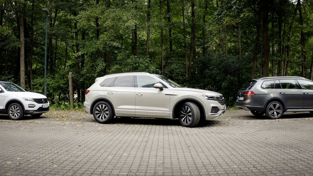 Volkswagen Touareg už dokáže parkovať na diaľkové ovládanie 3M3V9eowHl db2020au01850small