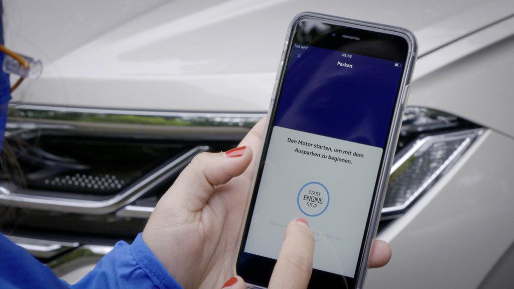 Volkswagen Touareg už dokáže parkovať na diaľkové ovládanie 8o9WfHYYKM db2020au01843small