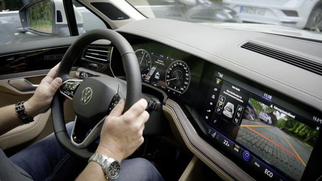 Volkswagen Touareg už dokáže parkovať na diaľkové ovládanie wxSMBvwWN9 db2020au01848small