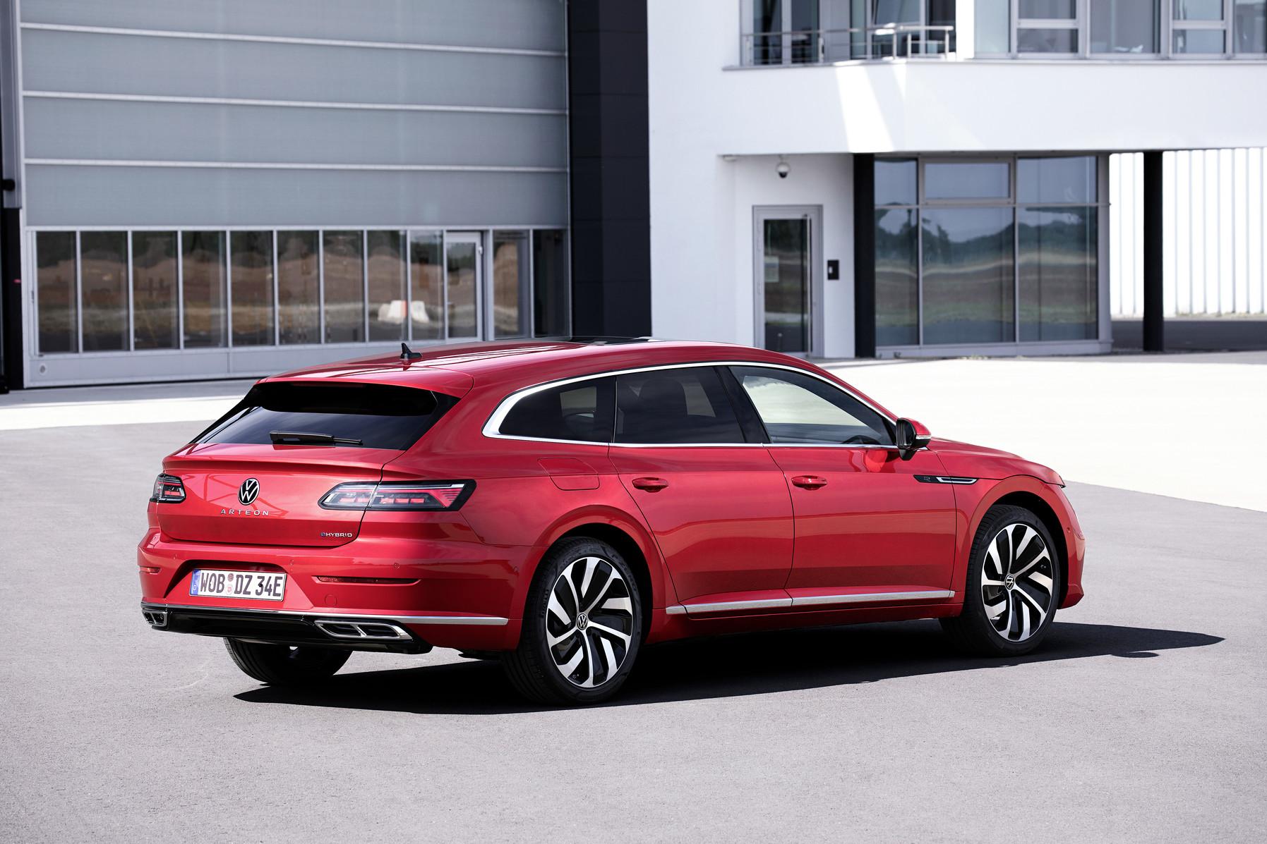 Volkswagen zverejnil cenu Arteonu Shooting Brake a nového Tiguanu