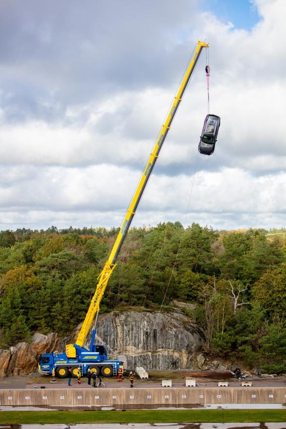 Volvo zhadzovalo autá z výšky 30 metrov, aby pomohlo so záchranou životov 3I1MUMI7pd 274396volvocars