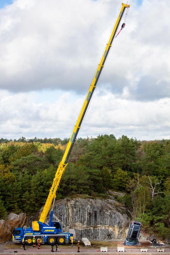 Volvo zhadzovalo autá z výšky 30 metrov, aby pomohlo so záchranou životov 4ewRVeCqGm 274398volvocars