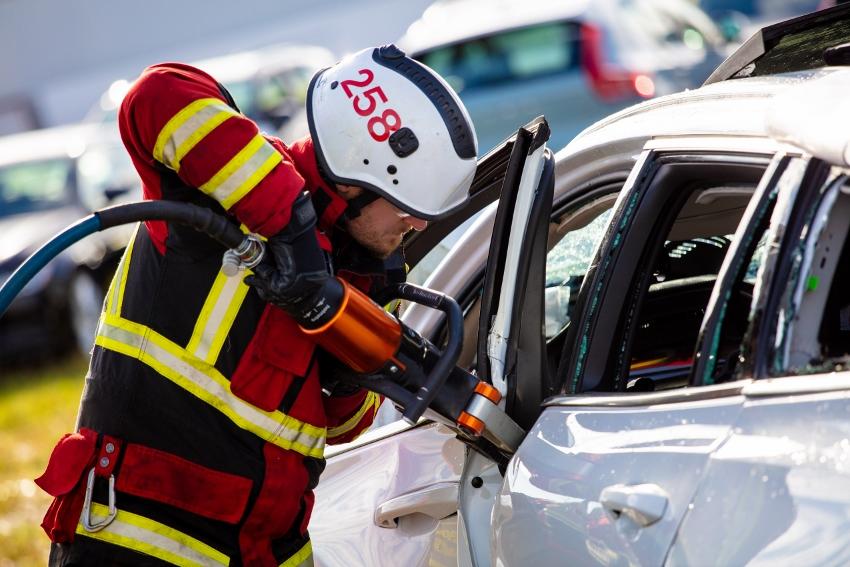 Volvo zhadzovalo autá z výšky 30 metrov, aby pomohlo so záchranou životov auY2OCTjMl 274400volvocars