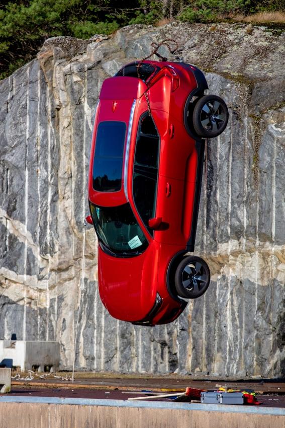 Volvo zhadzovalo autá z výšky 30 metrov, aby pomohlo so záchranou životov Qsk9faymxa 274394volvocars