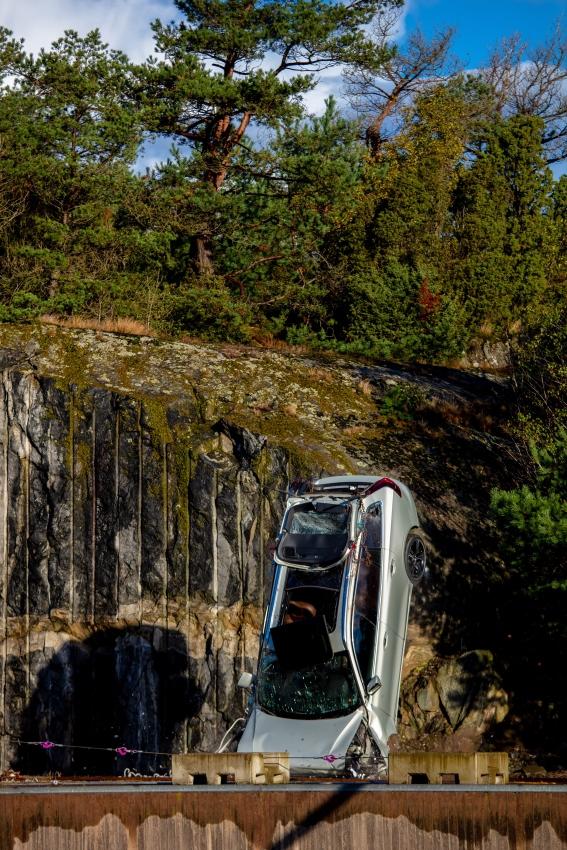 Volvo zhadzovalo autá z výšky 30 metrov, aby pomohlo so záchranou životov SqYirWC8CB 274392volvocars