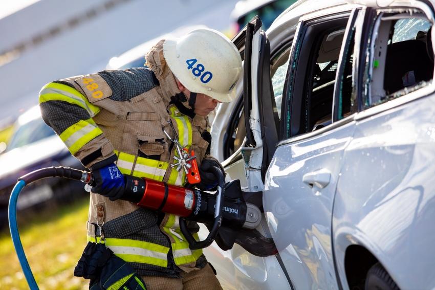 Volvo zhadzovalo autá z výšky 30 metrov, aby pomohlo so záchranou životov vN1Sn7WEHs 274401volvocars