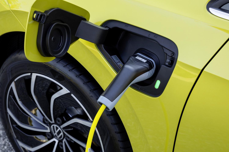 VW Golf dostal nové mild a plug in hybridné motory. Poznáme ich nemecké ceny DYJmK8PQ8j volkswagen-g