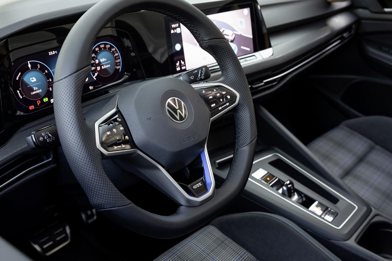 VW Golf dostal nové mild a plug in hybridné motory. Poznáme ich nemecké ceny hgpcr8AAMx volkswagen-g
