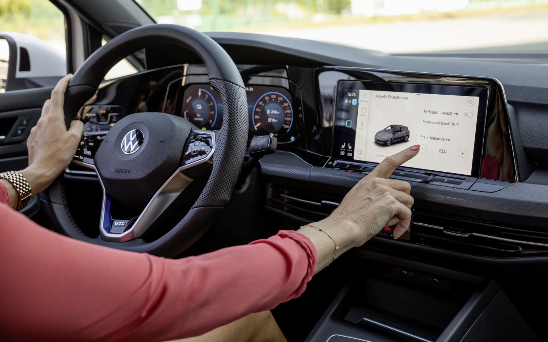 VW Golf dostal nové mild a plug in hybridné motory. Poznáme ich nemecké ceny HV74hn7tOP volkswagen-g