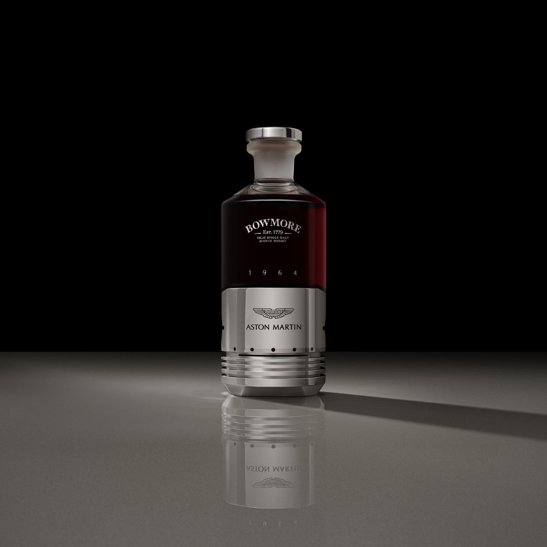Whisky od Bowmore a Aston Martin má cenu luxusného auta
