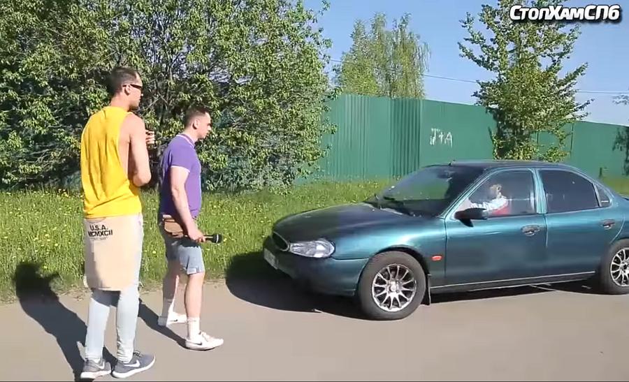 Youtuberi z Ruska vyučujú vodičov: Keď treba ísť deťom príkladom