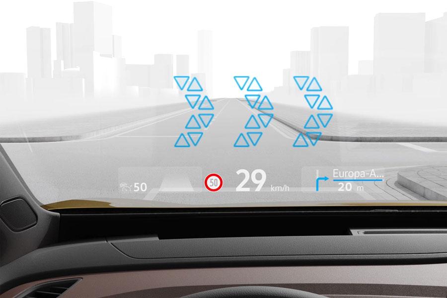 VW: Head up displej s rozšírenou realitou sa dostáva do lacnejších áut