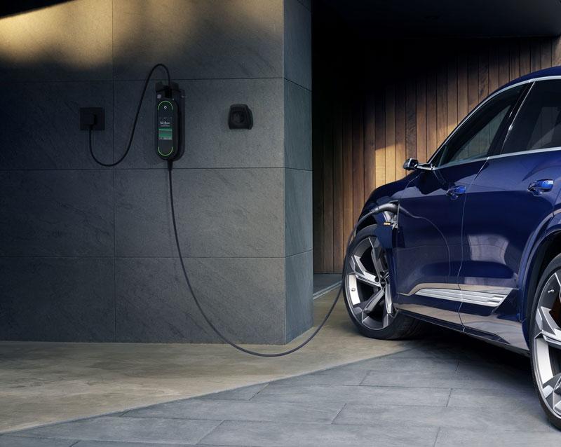 Celá ulica nabíja elektromobily? Výpadkom zamedzí optimalizované nabíjanie Audi