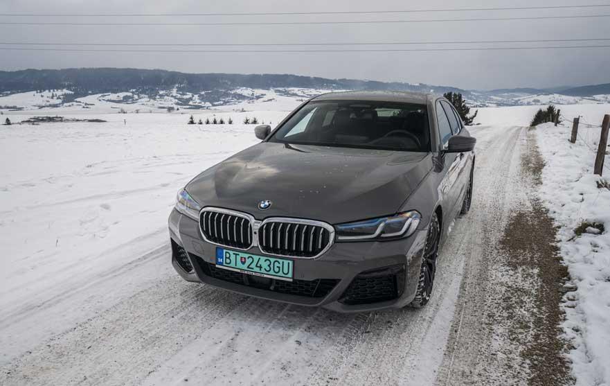 Test: BMW 545e je alternatívou k naftovému šesťvalcu